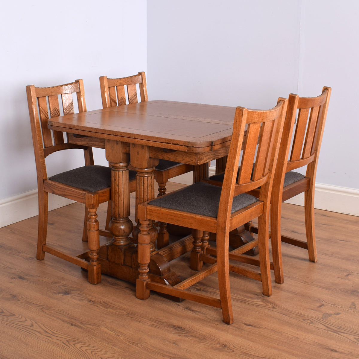 Traditional Oak Draw-leaf Table & 4 Chairs