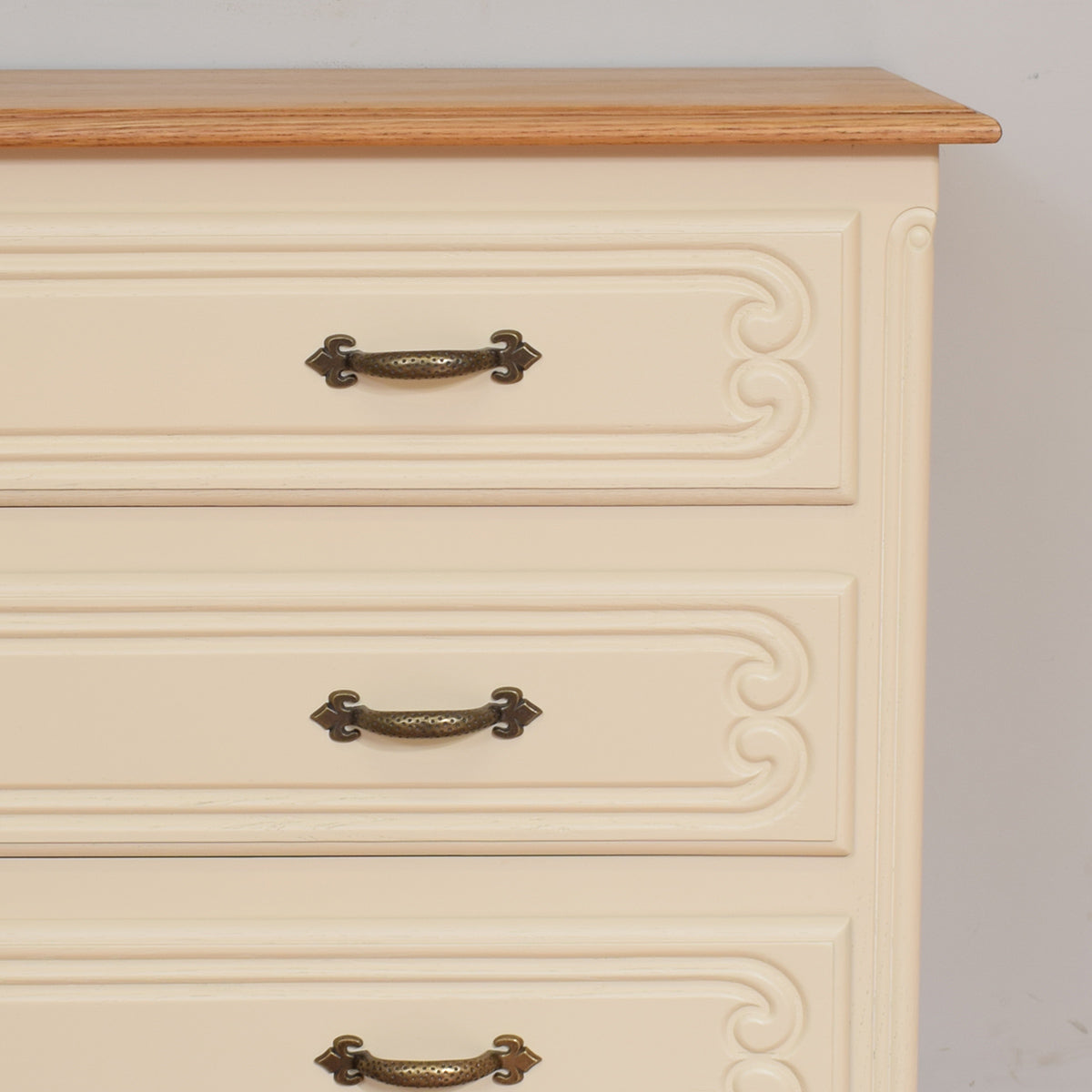 Stylish French Chest Of Drawers