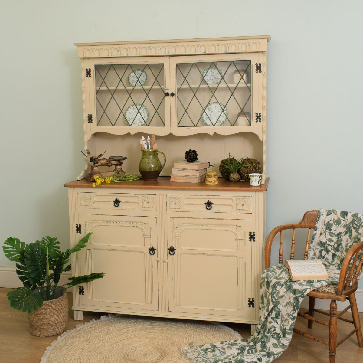 Painted Shabby chic Dresser