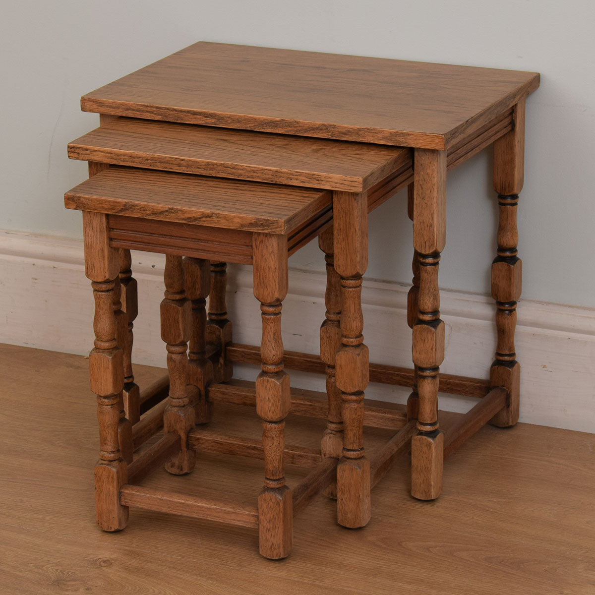Traditional nest of three tables