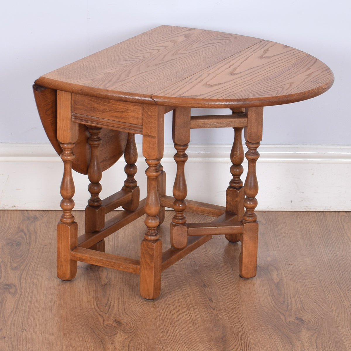 Old Charm Drop-Leaf Coffee Table