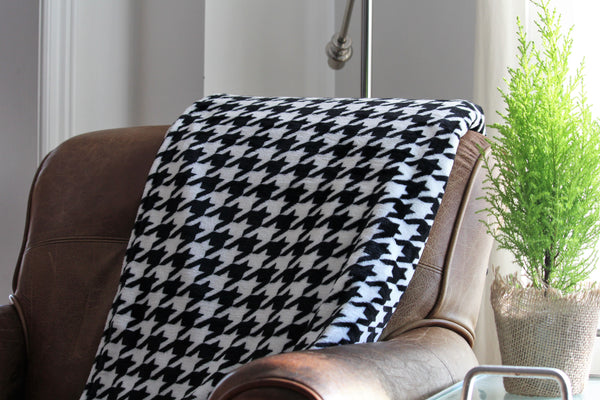 black and white houndstooth fleece throw