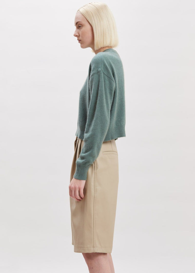 Cropped Crewneck Sweater in Menthe Sweater Blanche