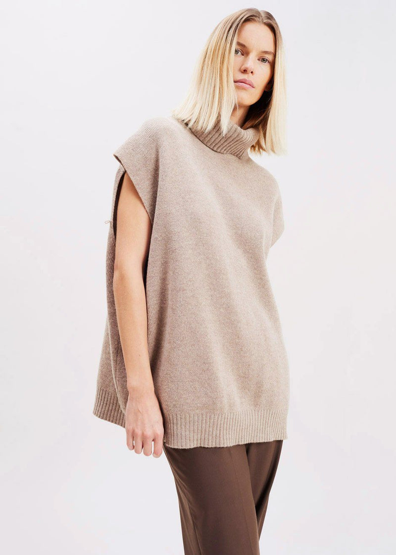 Detachable Sleeve Turtleneck Sweater in Oatmeal Sweater La Vie