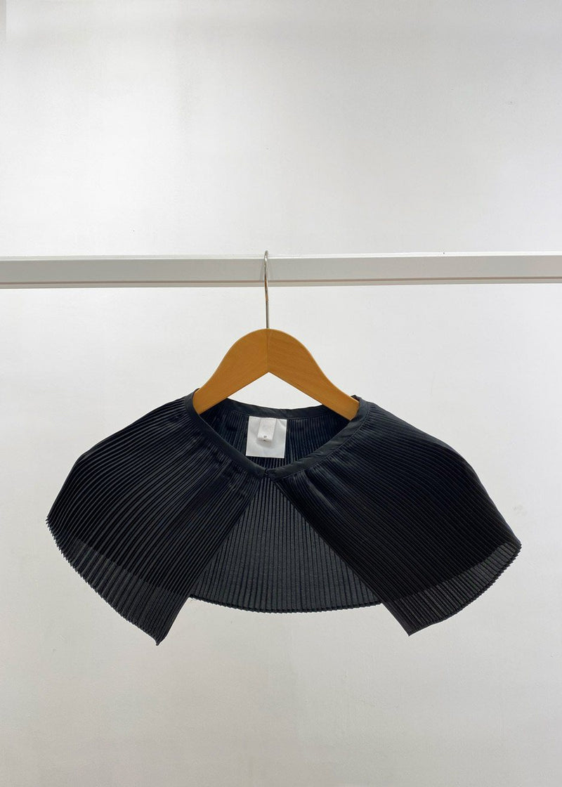 Satin Pleated Collar in Black Collar Sof