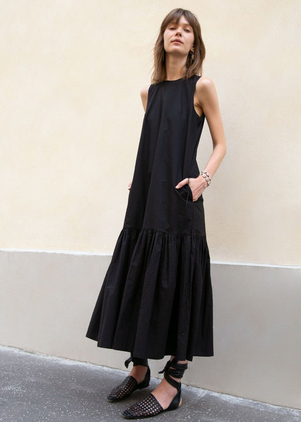 Sleeveless Flouncy Hem Dress in Black Dress Broccoli Salad