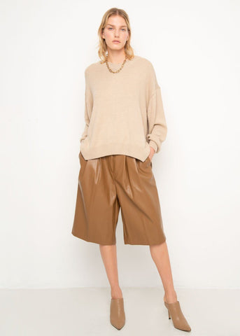 V-Neck Pullover Sweater in Solid Beige Top muul
