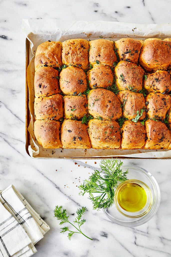 Homemade Garlic Herb Dinner Rolls