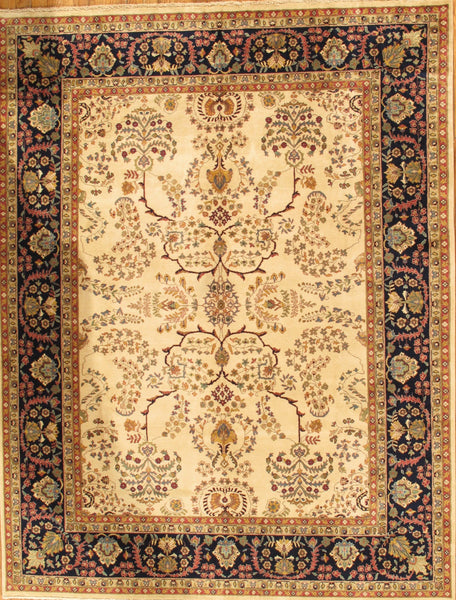 Sarouk  Hand-Knotted Lamb's Wool Area Rug