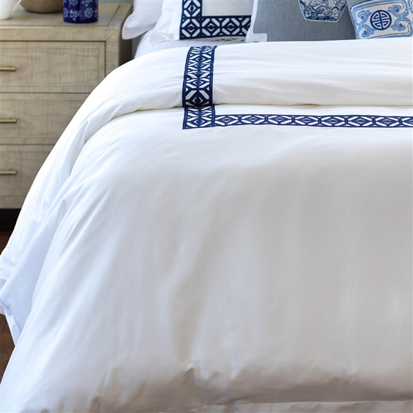KYLIE QUEEN DUVET WHITE COTTON SATEEN 400TC / INK BLUE EMBROIDERY 96X98 (NO INSERT)