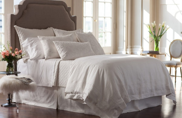 LILI ALESSANDRA CASABLANCA WHITE WITH WHITE BEDDING