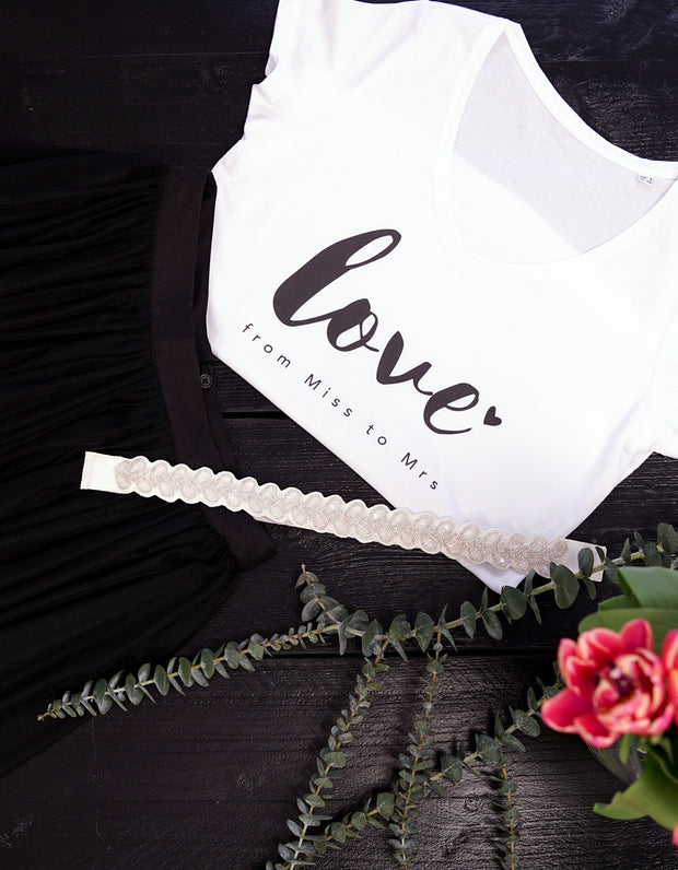 bride_love_flitterwochen_outfit_junggesellinnenabschied_braut_brautjungfern_tshirt_love_from_miss_to_mrs_shirt_bestseller