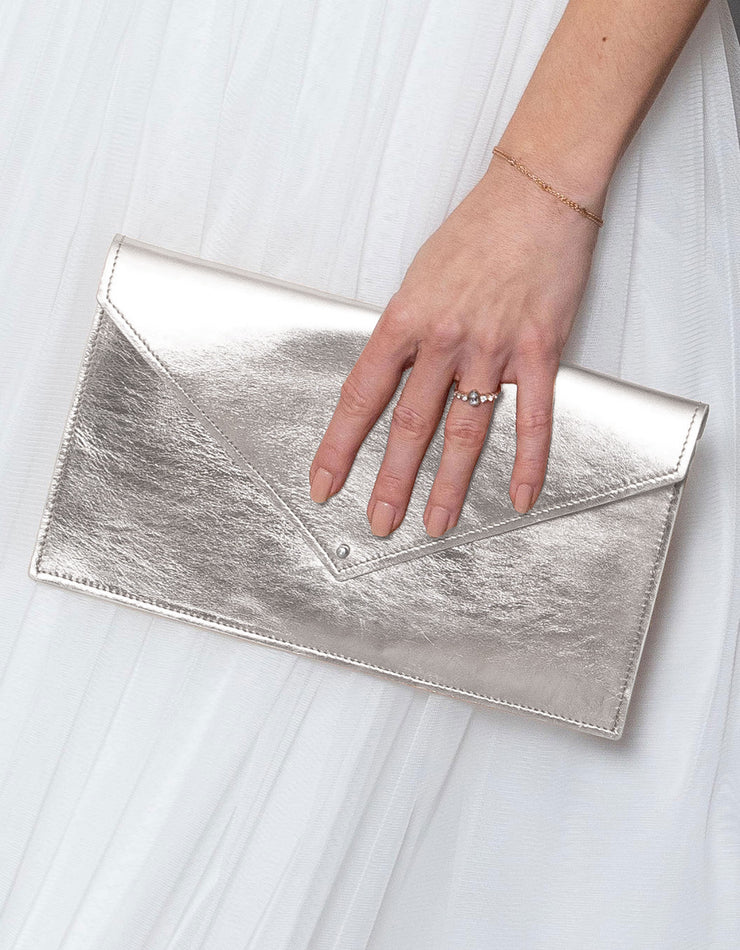 CONSTANT LOVE CLUTCH - SILBER SOFT METALLIC OPTIK