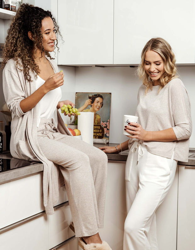 thebowattitude_casual_wear_luxury_home_wear_home-office_looks_outfit_set_oceans_pamela_fabletics_reif_apart_made-in-europe_sweatpants_jogginghose_hose_jersey_home office_outfit_geschenk_weihnachten