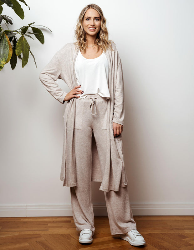 thebowattitude_casual_wear_luxury_home_wear_home-office_looks_outfit_set_oceans_pamela_fabletics_reif_apart_made-in-europe_thebow12_crop_top_oberteil_geschenk_weihnachten_hochzeitstag