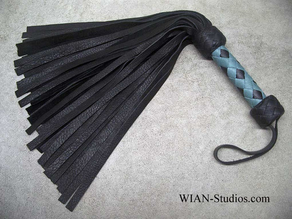 Black Elk Flogger, Small