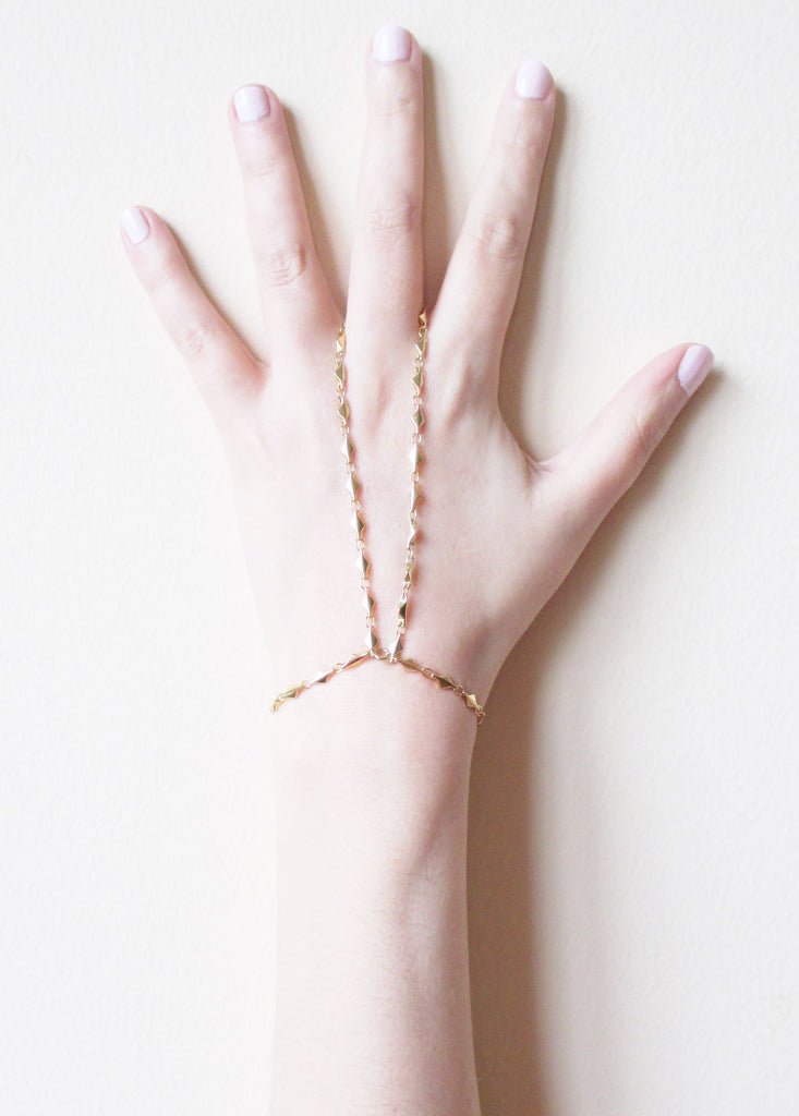 ARIANNA TRIANGLE HANDCHAIN (SOLD OUT)
