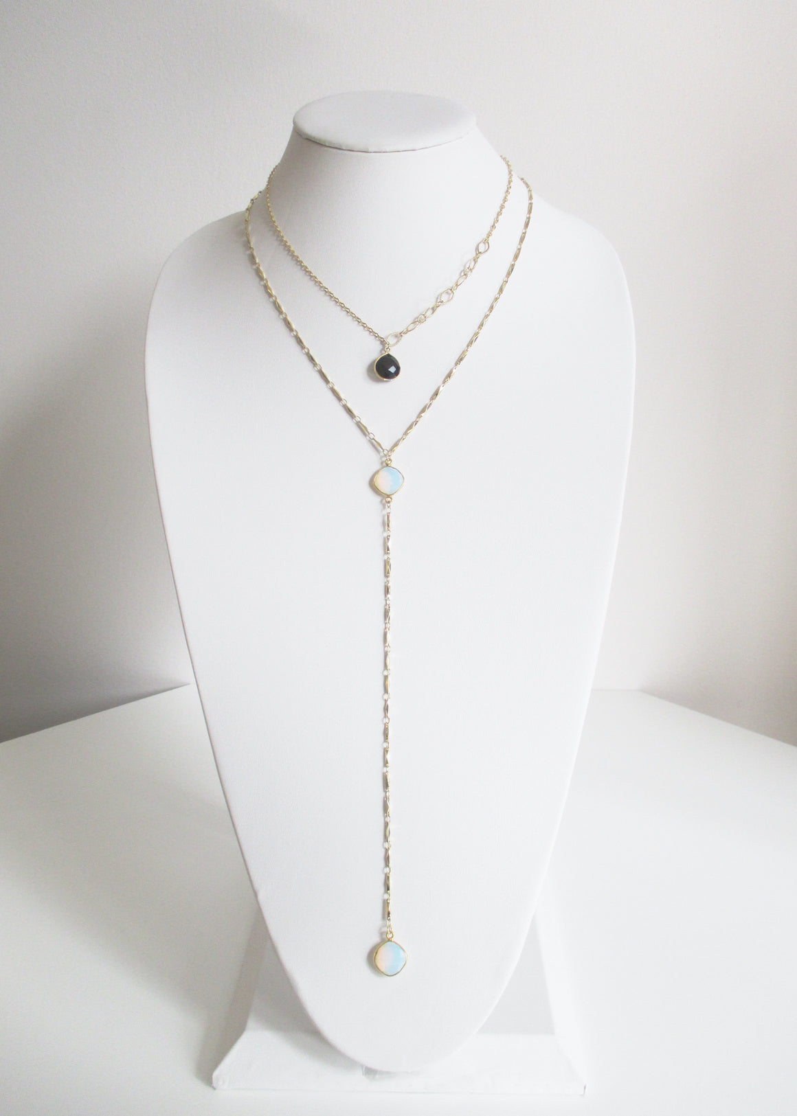 MG ANYA CELESTE Y NECKLACE WHITE OPAL (A SOLD OUT)