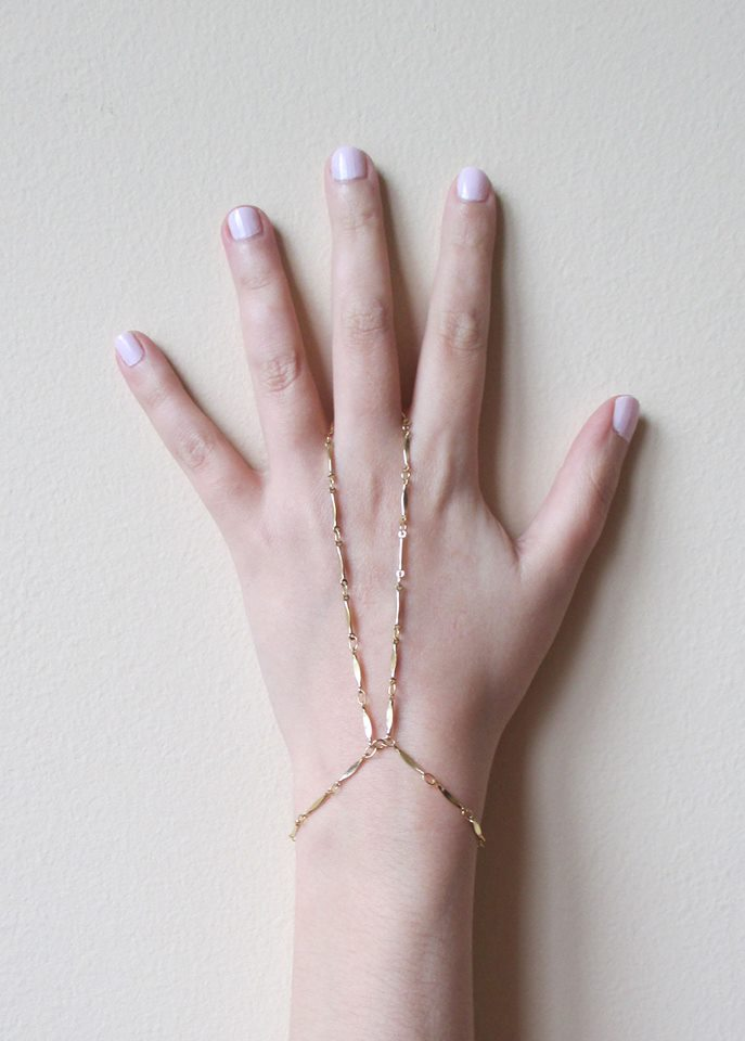 CARLY TRIANGLE HANDCHAIN (SOLD OUT)