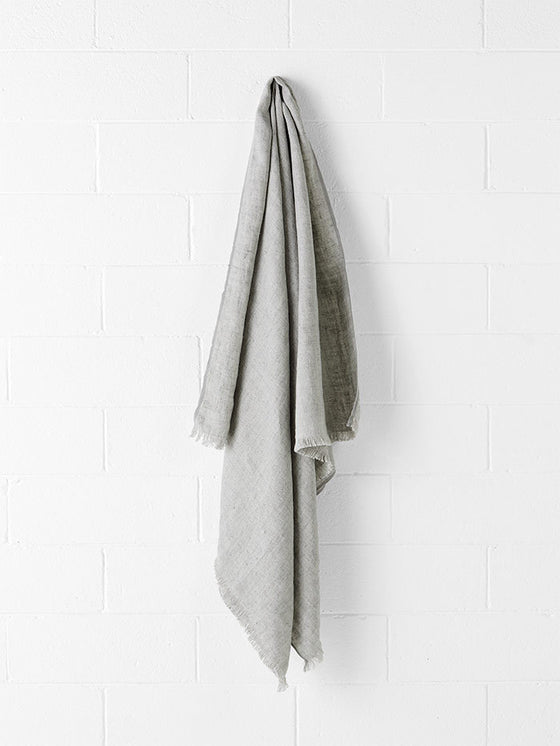 Aura Throw Vintage Linen Pebble