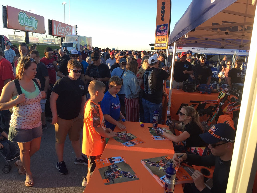 Shayna Texter meeting fans at Texas Half Mile