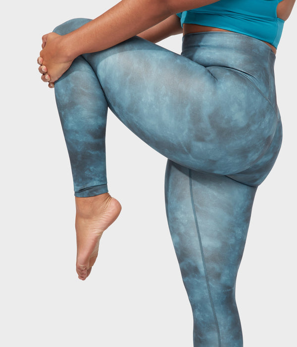 Manduka Apparel - Women's Performance Legging - High Rise Printed - Tie Dye Camo Blues