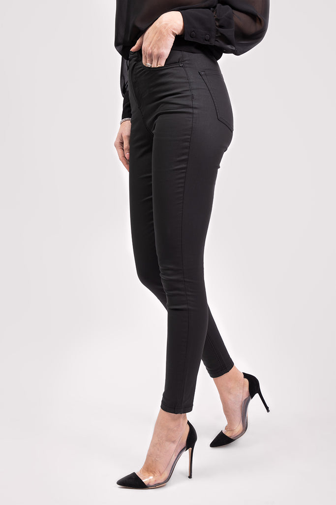 COATED HIGH WAIST JEANS - BLACK