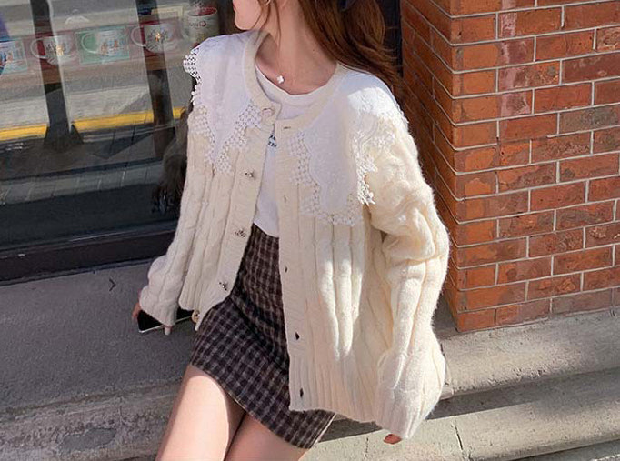 Lace Splicing Sweater