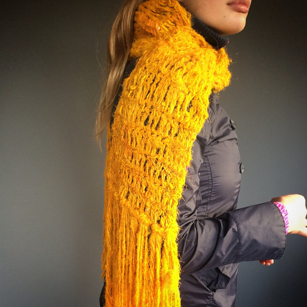 Free crochet scarf pattern in sari silk yarn.