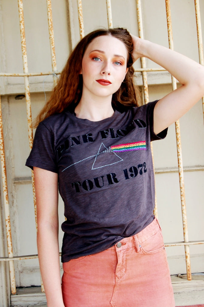 Lucky Brand retro vintage pink floyd tee.  Pink floyd prism graphic tee.  Flocked lucky brand band tee.  90s inspired.  Grunge fashion pink floyd tee.