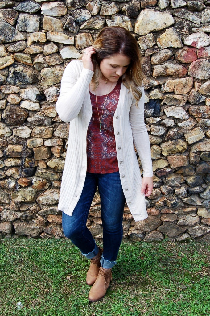 Lightweight button down oatmeal colored cardigan with pockets. Sadie & Sage sweater cardigan.