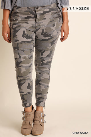 Trendy camo jeggings with zipper detail.  Plus size camo jeans. Umgee Plus camo jeggings.