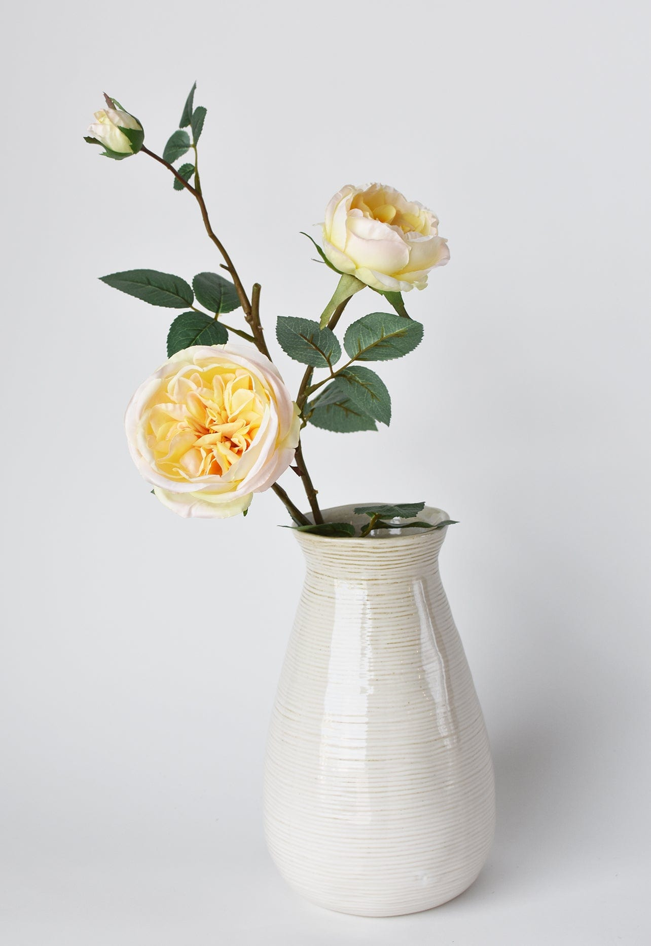 "7"" Tricolor LED Train w/Santa Glitterdome"
