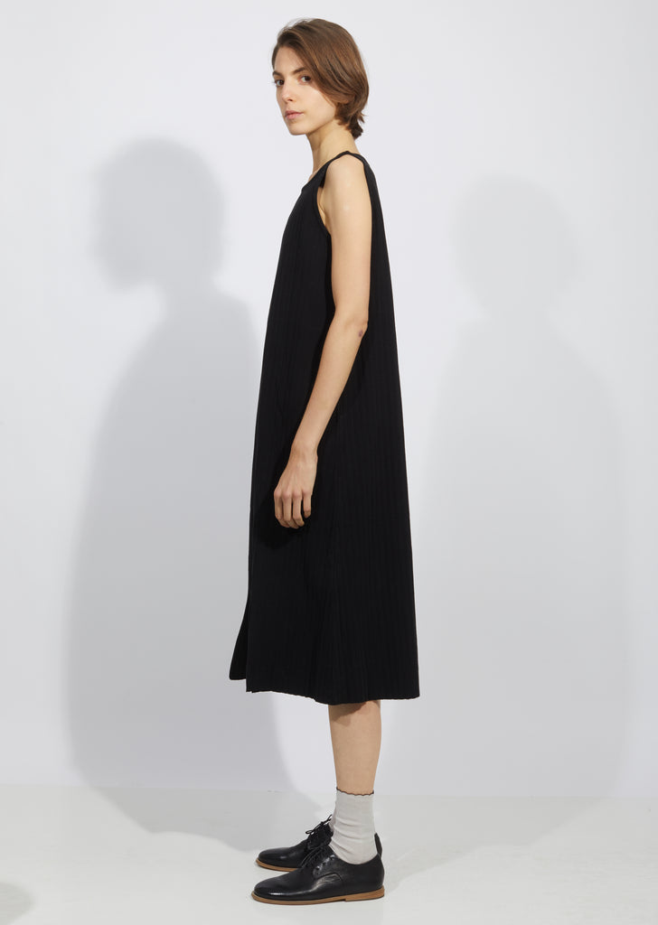 Pleated Front Slits Sleeveless Dress
