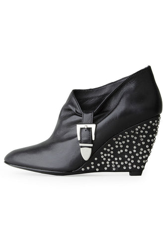 Studded Wedge