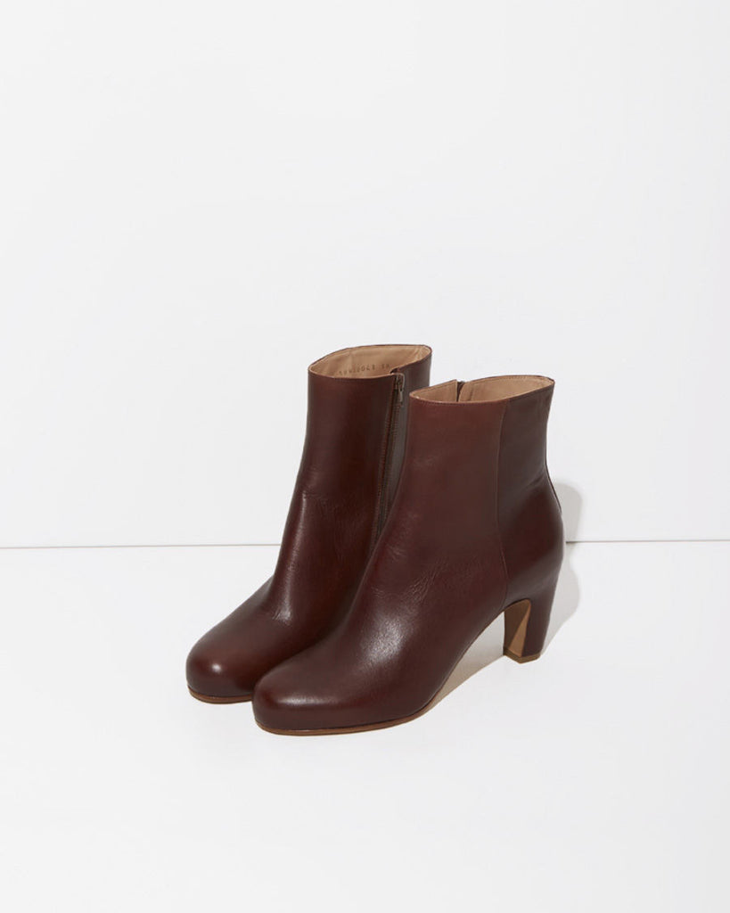 Curved-Heel Boot