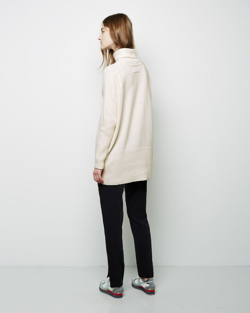Contrast Knit Turtleneck