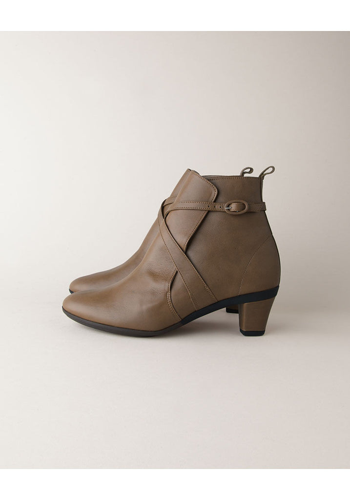 Octave High Arch Boot