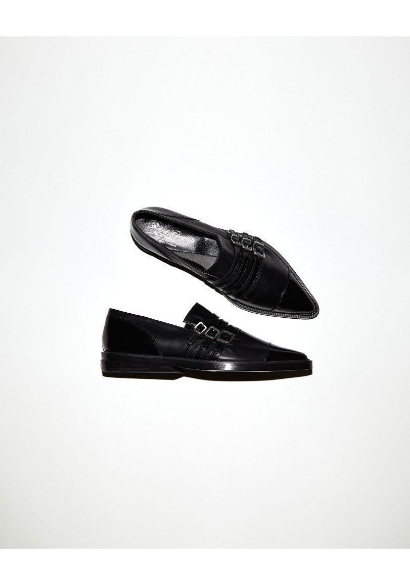 Lucas Pointy Loafer