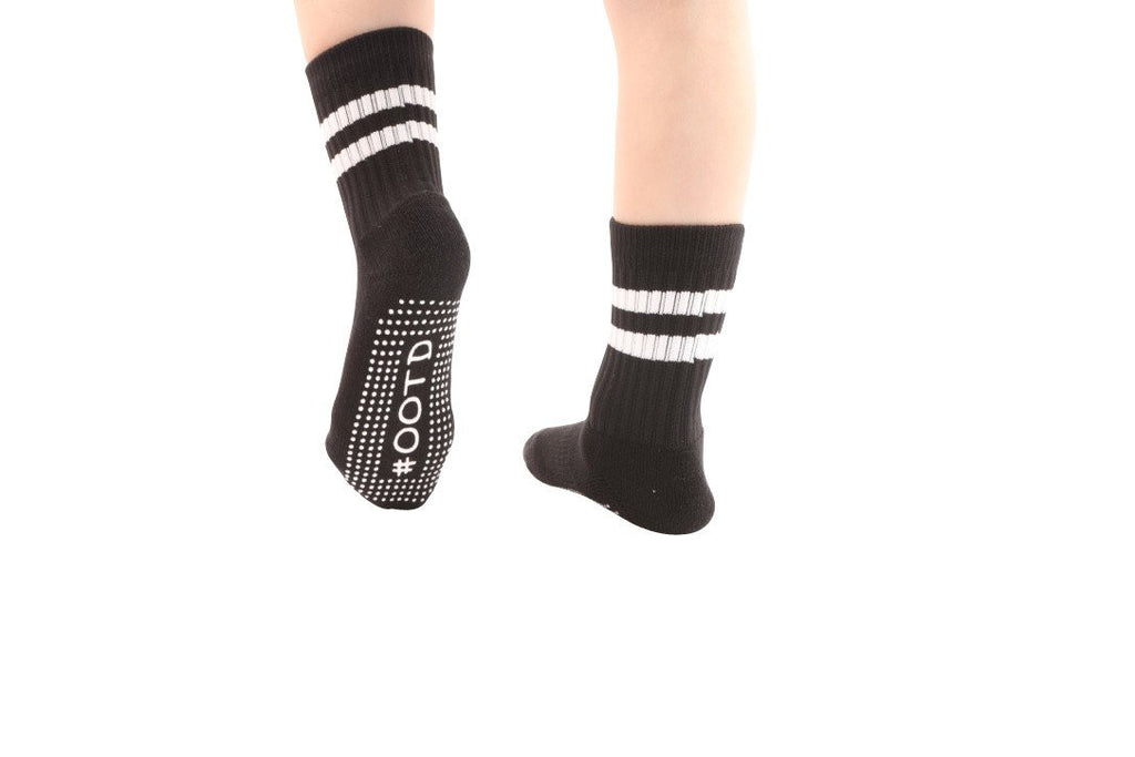 #OOTD Calf High Black/White Grip Socks BarreSocks