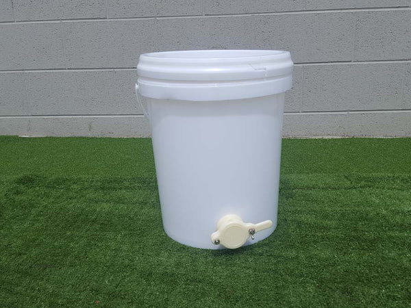 Pail food grade bucket with Honey Gate fitted 20/15/10 Liter