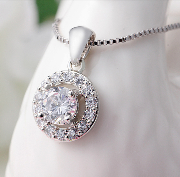 Sparkling Halo Necklace - StyleBun