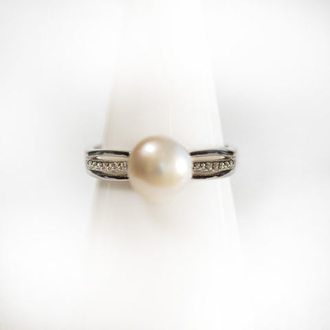 White Simple Pearl Ring