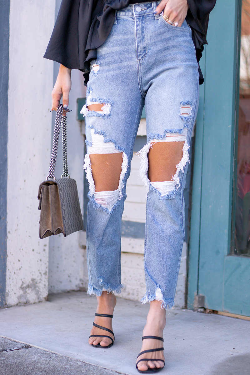 NEVER TURNING DOWN A REASON TO ADD ANOTHER PAIR OF JEANS TO THE CLOSET. THESE LIGHT TO MEDIUM DENIM JEANS ARE PERFECT TO PAIR WITH ANY OUTFIT OR STYLE. -model is wearing a size 1 -color: light to medium denim -rips focused on knees  -button and zip closure
