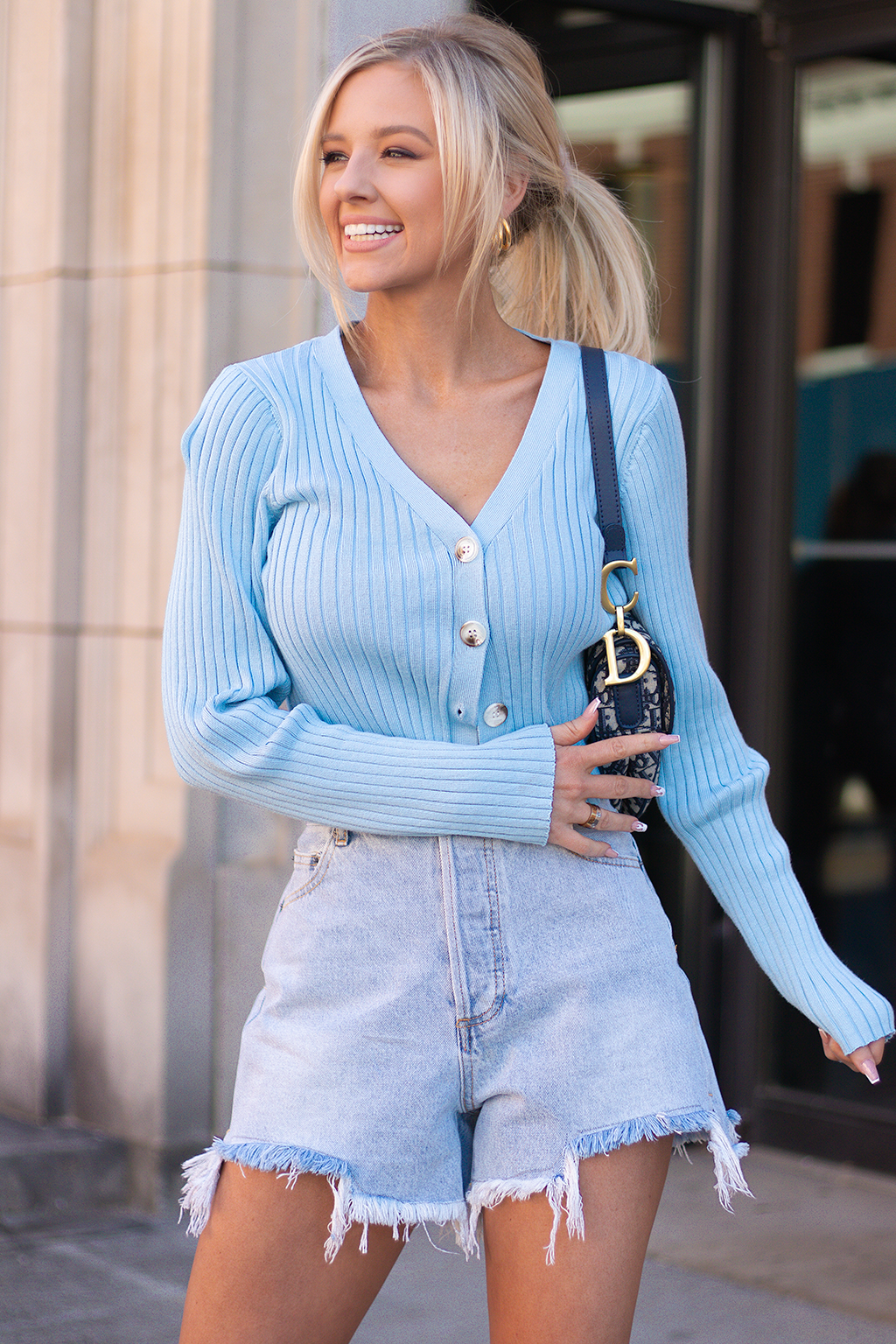SERIOUSLY IN LOVE WITH THIS BLUE CARDIGAN. THE BUTTON UP DESIGN IS SO FUN AND EFFORTLESS.  -Taylor is wearing a size small -color: blue  -button detailing  -vneck fit  -stretchy material
