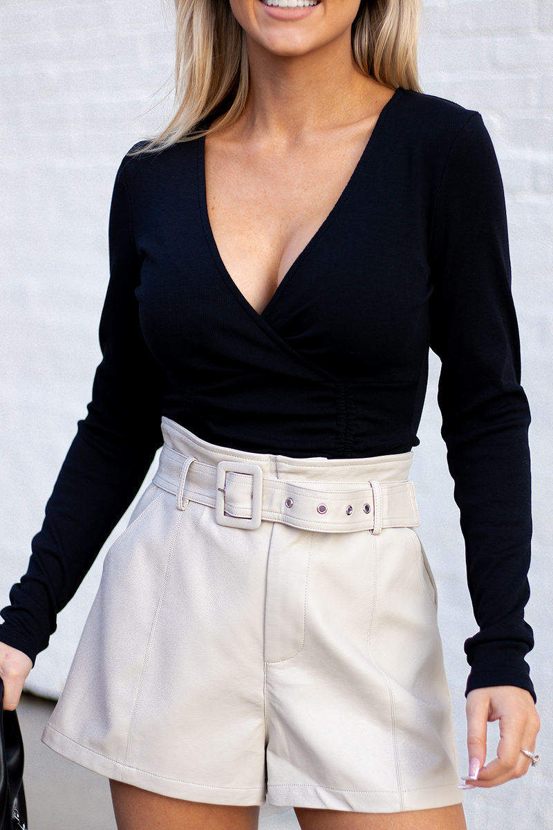 SUCH A TRENDY LOOK THAT WILL BECOME A TIMELESS STAPLE PIECE. WE PROMISE YOU ARE GOING TO LOVE PAIRING THIS WITH JEANS/SHORTS. -Taylor is wearing a size small -color: black -scrunch double sided design -vneck -ribbed stretchy material