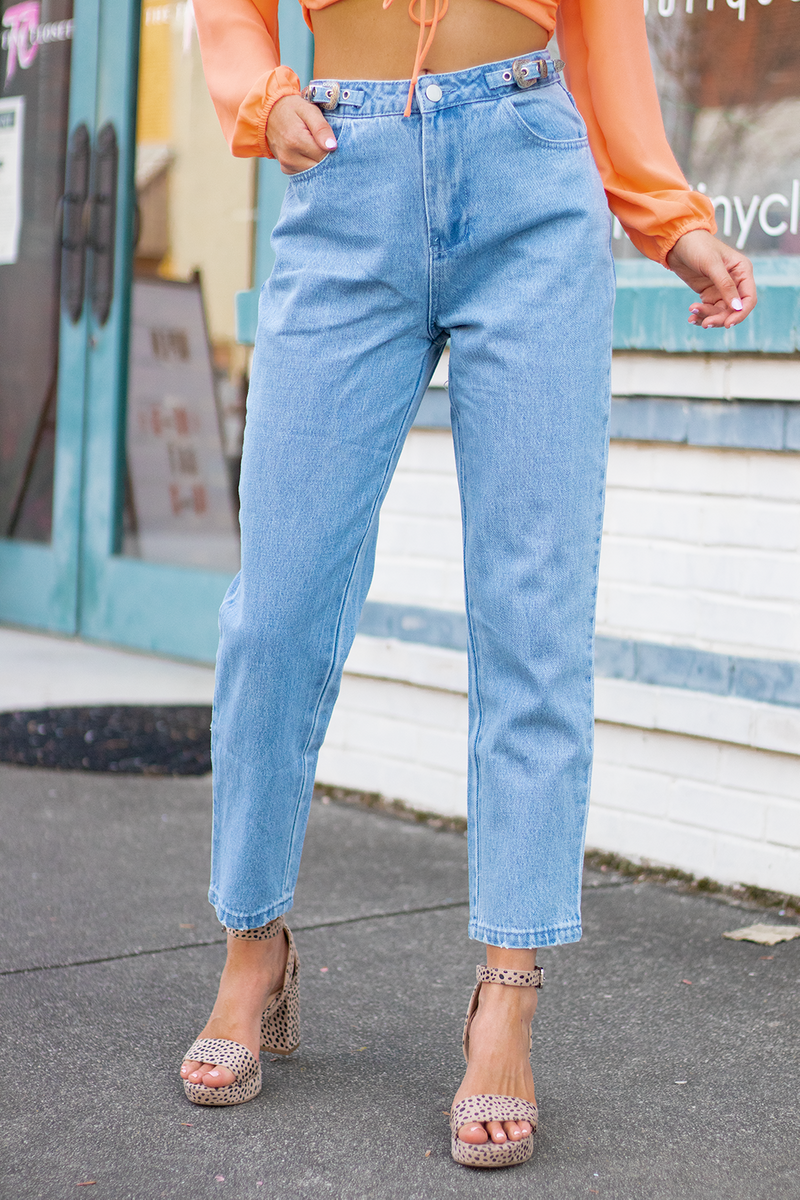 GOODNESS GRACIOUS THEY ARE HERE!! WE SHOWED THIS ADORABLE BELTED JEANS AT MARKET AND YALL WENT CRAZY FOR THEM, NOW IT'S TIME TO GRAB THEM. -Taylor is wearing a size small -color: light washed denim -silver hardware -mom jean fit