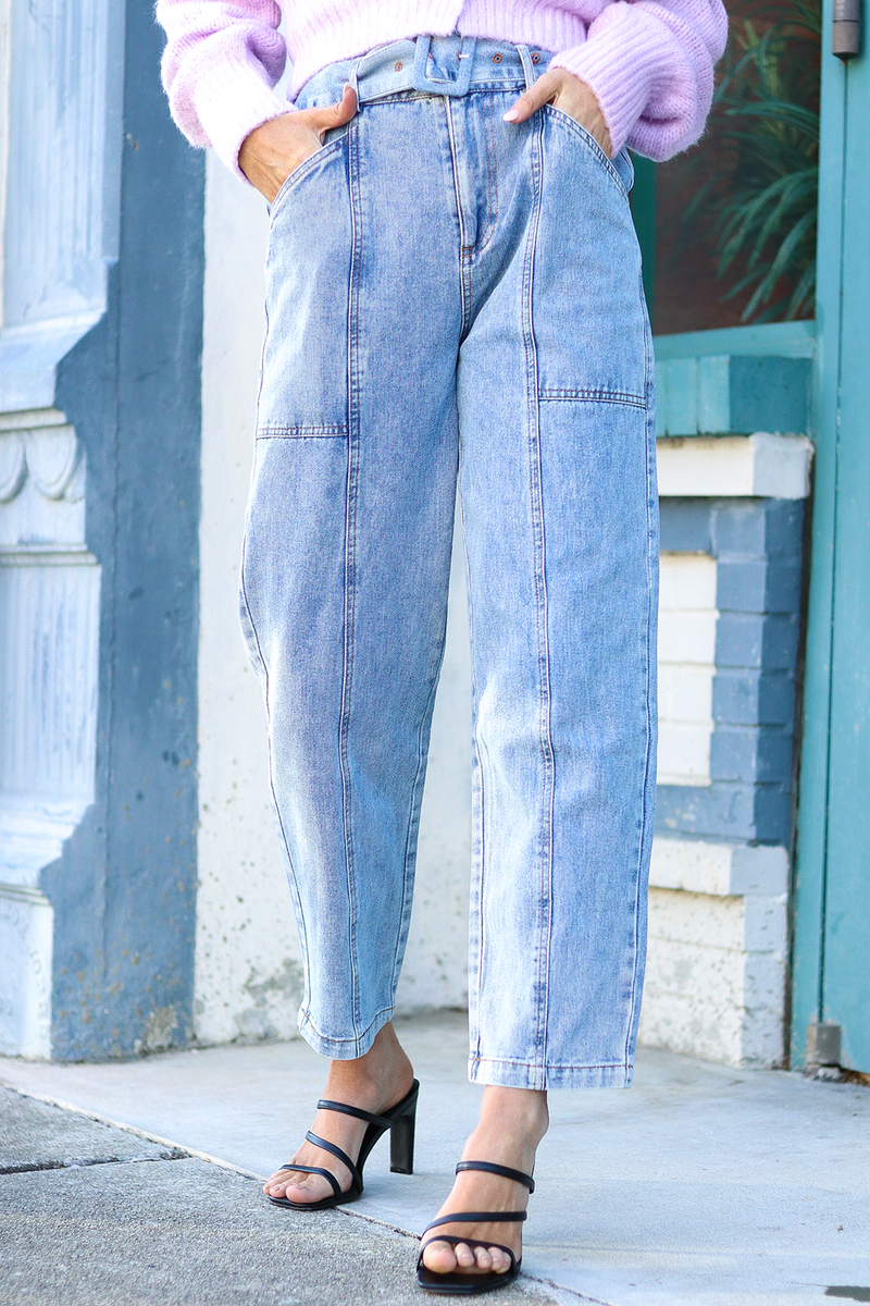IT'S ABOUT TIME YOU HOPPED ON THE PAPERBAG PANT TREND. THESE ARE THE IDEAL JEANS FOR PAIRING WITH BODYSUITS AND LITTLE CROP TOPS. THE JEANS FIT TRUE TO SIZE! THE EBST IS ADJUSTABLE AND EASY TO HAVE THE PERFECT SIZE!