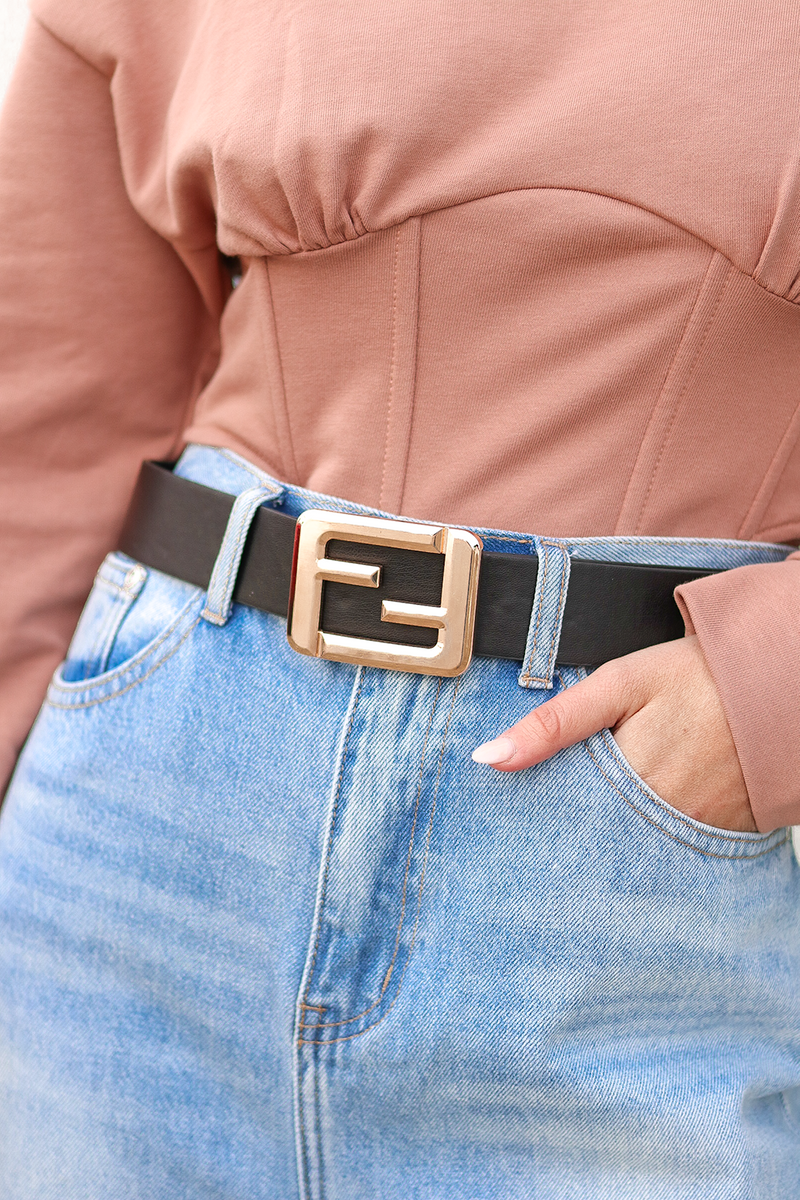 A LITTLE CLASSIC BLACK ACTION TO SPICE UP ANY OUTFIT. THIS FUN DESIGNER BELT IS GOING TO BE THE ADDITION YOU NEVER KNEW YOU NEEDED.