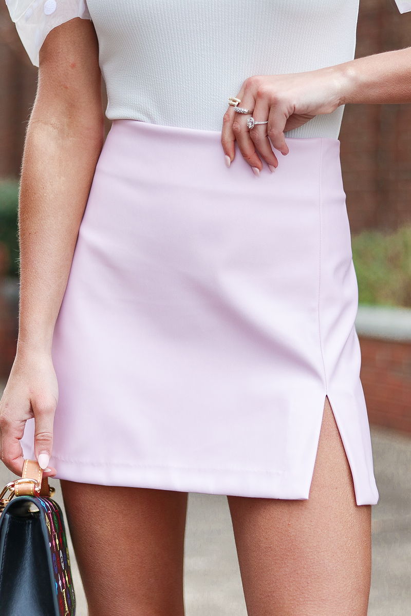 HOW CUTE! YALL COLORED FAUX LEATHER IS A HUGE TREND RIGHT NOW AND WE COULDN'T STOP OURSELVES FROM GETTING THIS ADORABLE LAVENDER SKIRT.